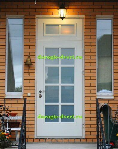 металлические двери для загородного дома со стеклом
