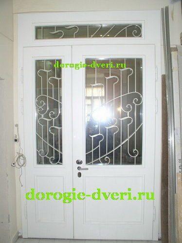 белые входные двойные двери