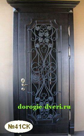 входные тёплые двери со стеклом и ковкой