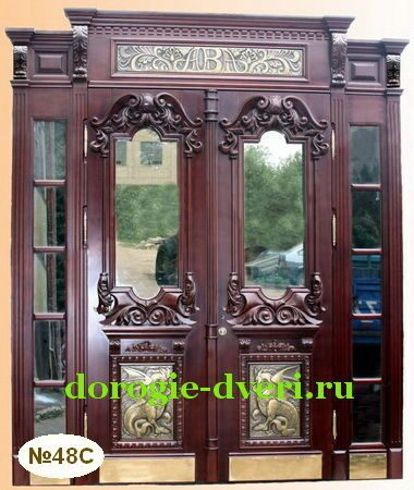 парадная входная дверь в дом со стеклом