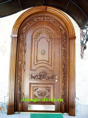 декоративная отделка входных дверей резьбой